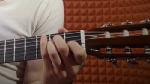 «Три блатных аккорда» на гитаре