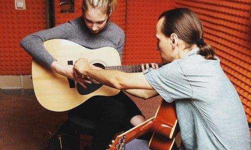 Школа игры на гитаре в Сочи
