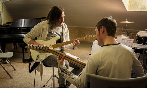 Уроки игры на гитаре в Сочи